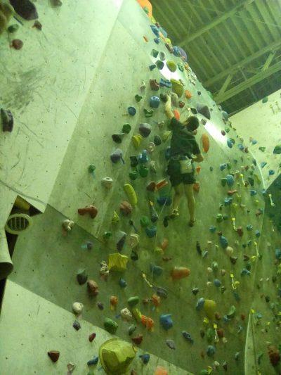 中央左壁、黒11bを登るH先生。当然OS。