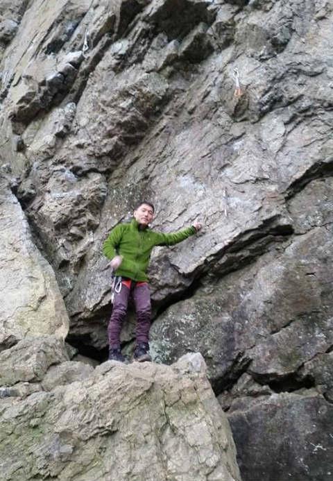ついに登りました、と、ルートを指さす。